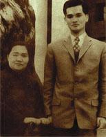 青年连战与母亲赵兰坤合影